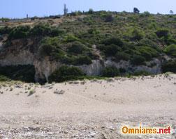 Montagne sulla spiaggia della Baia di Milos