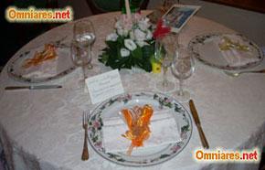 allestire i tavoli degli invitati